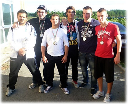 Nella foto da sx a dx Andrea Aldini, Antonino Sferlazza, Stass Calmatui, Igli Ramosacaj, Vlad e Stass Munteanu
