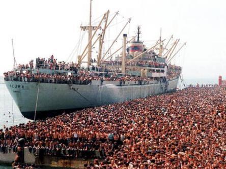 1991-migliaia-albanesi-130201