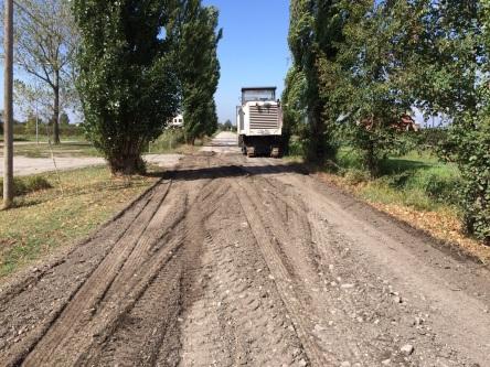 Strada Valle durante i lavori di asfaltatura.